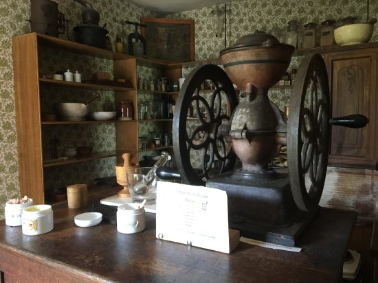 Sherbrooke, Canada: Loved the antique grinder