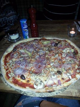 L'Osteria: Delicious Pizza