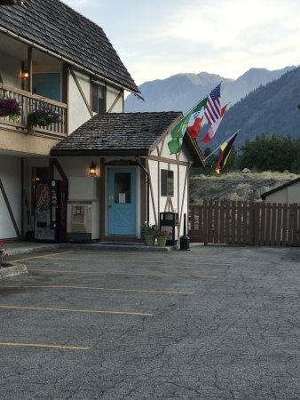 Alpine Rivers Inn: Alpine Rivers office