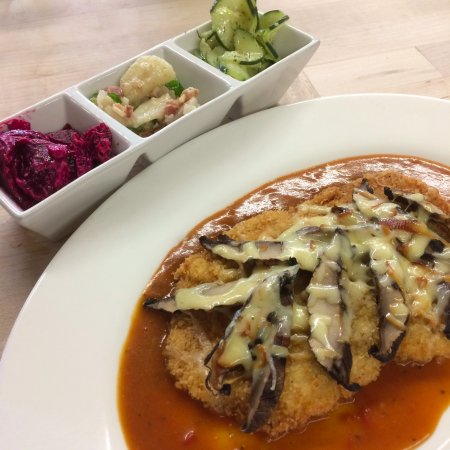 Greenwood Lake, NY: Tyrolean Schnitzel - Breaded veal, smoked gruyere cheese, mushrooms, hunter's sauce