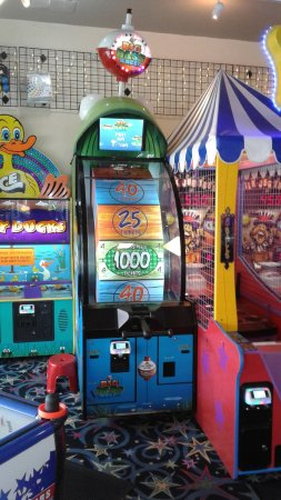 Long Beach, WA: Big Bass Wheel - Pull the handle to spin the wheel to win up to 1000 tickets! #FunlandLB