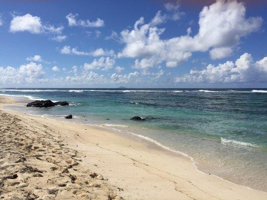 Radisson Blu Poste Lafayette Resort & Spa, Mauritius: Along the beech