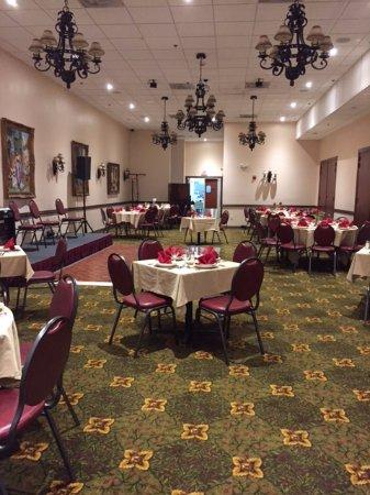 Byblos Restaurant: Main dining room