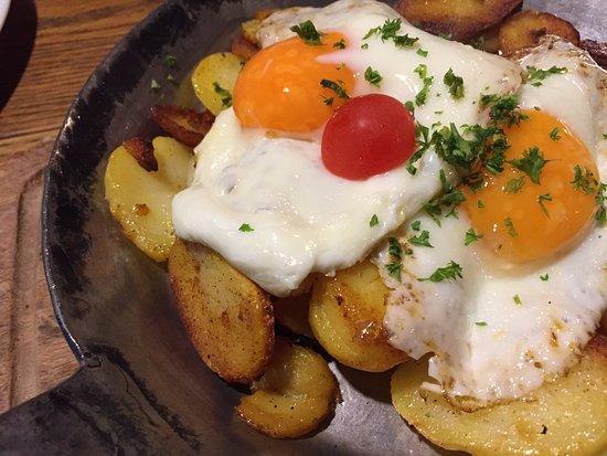 Fraenkisch-Crumbach, Jerman: Bratkartoffeln mit Spiegelei