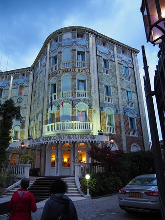 Grande Albergo Ausonia & Hungaria: Hotel exterior - don't be fooled; this is a dreadful hotel