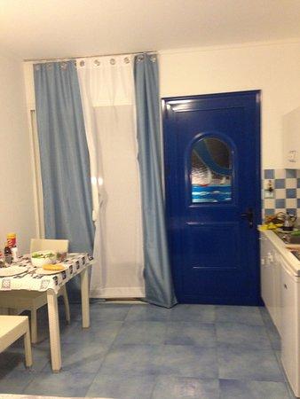 Αρχάγγελος, Ελλάδα: questa è la porta,a fianco la finestra