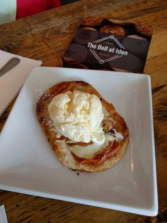 Iden, UK: Apple and Apricot Tart