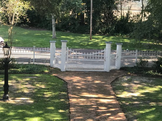 Natchez, MS: The original front gate and fence
