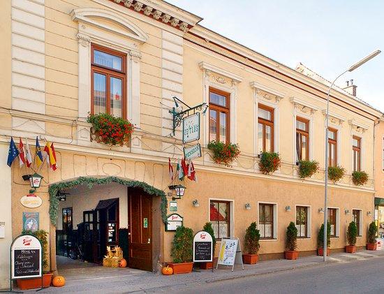 Herzogenburg, Австрия: Direkt im Zentrum