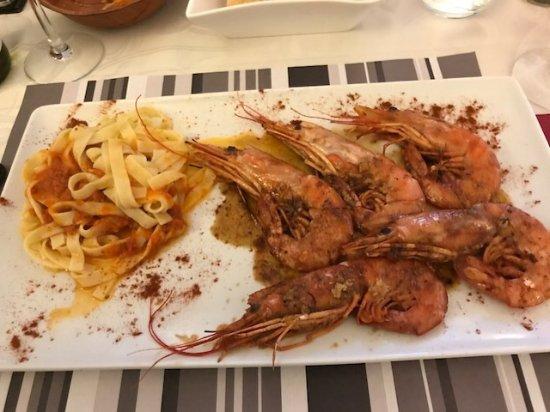Chaunay, Frankrike: Gambas and pasta
