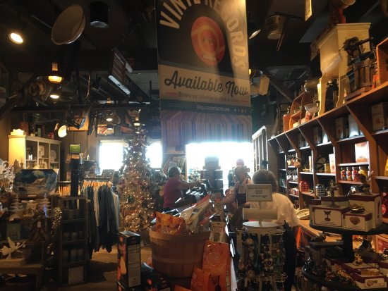 Cracker barrel bourbonnais menu prices restaurant for Is cracker barrel open on christmas day