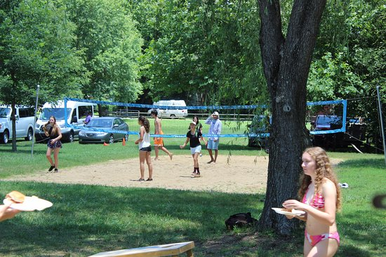 Asheville Outdoor Center: Yard games available for our guests