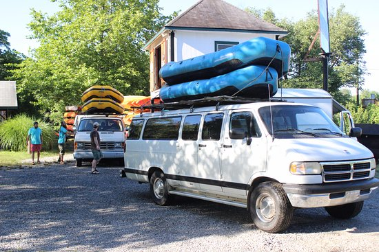 Asheville Outdoor Center: Loading up the trip