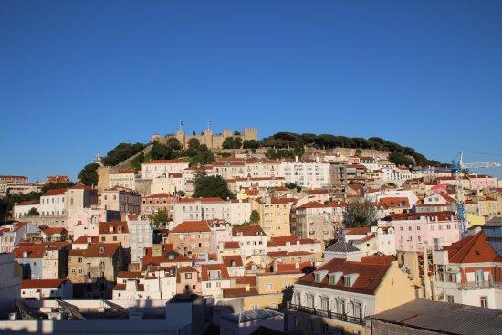 Hotel Mundial: Vista del castillo de San Jorge desde la terraza del hotel