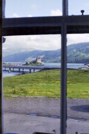Loch Duich Hotel: view of the castle out the room window