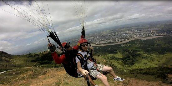Ótima opção para quem visita o Pico da Ibituruna, voar de parapente e olhar a paisagem lá de cim