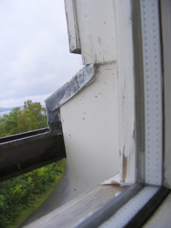 Kinloch Rannoch, UK: Peeling paint and rough finishes from room two view