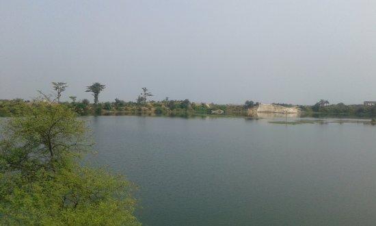 Farakka, الهند: Rajmahal near Farakka - Ganga