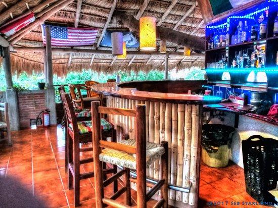 La Cruz de Huanacaxtle, Μεξικό: Inside the Tree House Bar (West View)