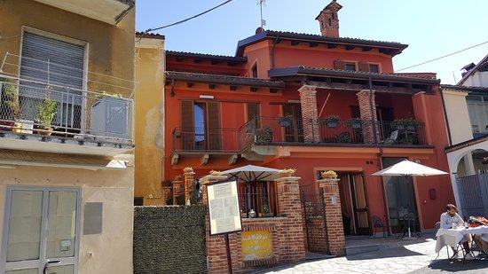 Novello, Italie : Locale esterno