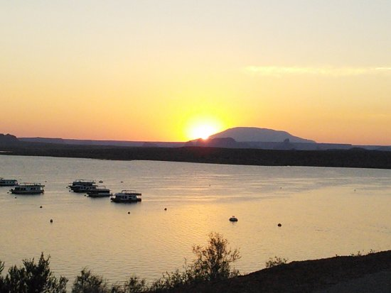 Lake Powell Resort: Sunrise at Lake Powell