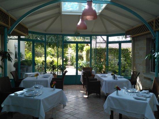 Mery sur Oise, Francja: La verrière sur le jardin