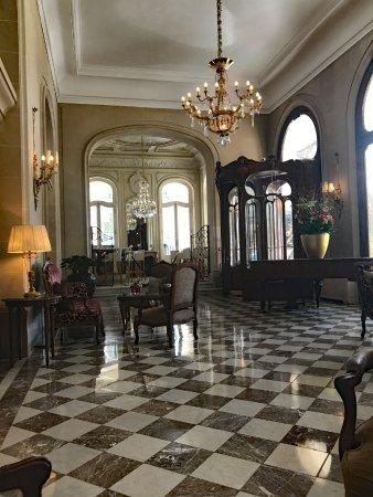 Regina Hotel: Loggy