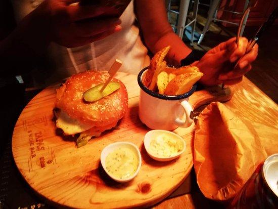 Felgueiras, Portugal: O hambúrguer de frango receado com queijos cremosos!!!