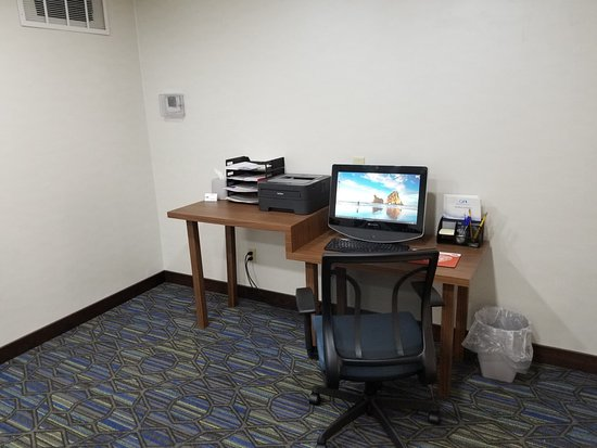 Holiday Inn Express Birch Run (Frankenmuth Area): Business Center with WIFI, shipping and printing
