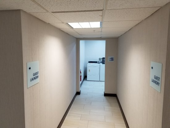 Holiday Inn Express Birch Run (Frankenmuth Area): Guest Laundry open 24 hours
