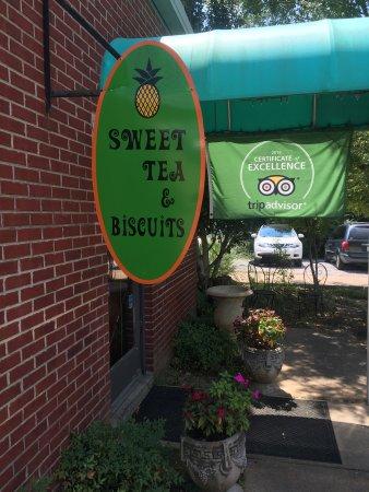Foto de Sweet Tea and Biscuits Cafe