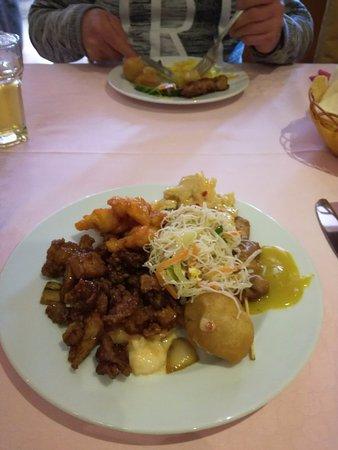 Lichtaart, België: de bruine kip aan linker kant aanrader