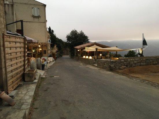 Amama village de lama