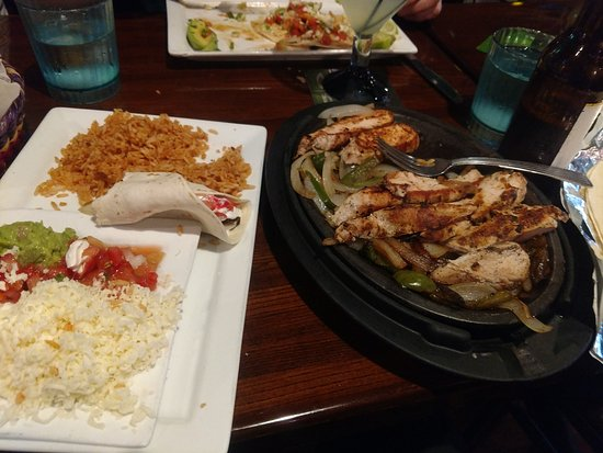 Dos Locos: Fajita was delicious and a lot of food.