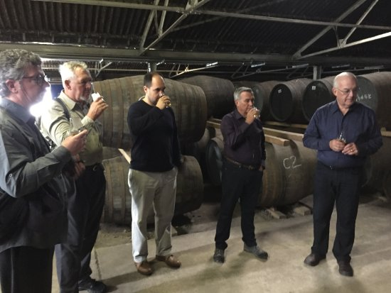 Elgin, UK: Whisky tasting among the casks.