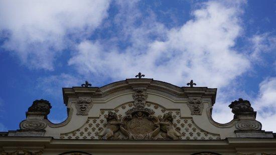 Castello del Valentino: Taç ayrıntı ve kabartma heykeller
