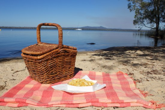 Boreen Point, Australie : Enjoy chips by the lake!