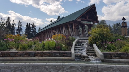 Golden, Canada: Kicking Horse Pedestrian Bridge