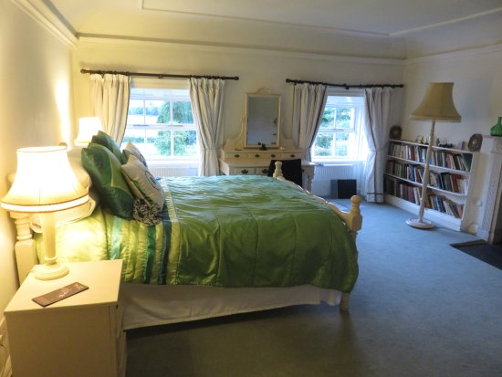 Fethard, Ireland: End room, top floor