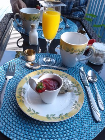 Au Coeur De Magog: Pet it déjeuner quatre services:N1 compote fraises et pommes avec mini muffins tout fait maison