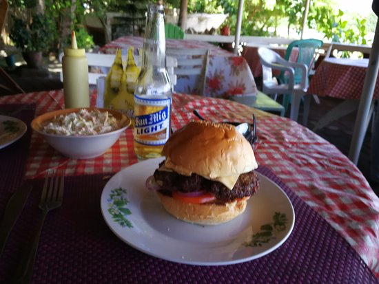Negros Island, Filipinas: Nice looking cheese burger!
