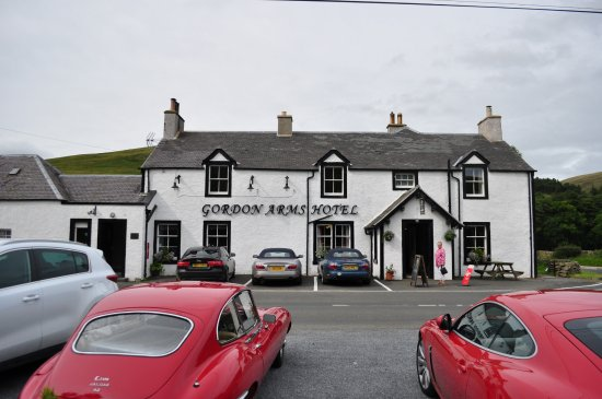 The Gordon Arms - Yarrow : Jaguars, including our hire car, at the Gordon Arms.