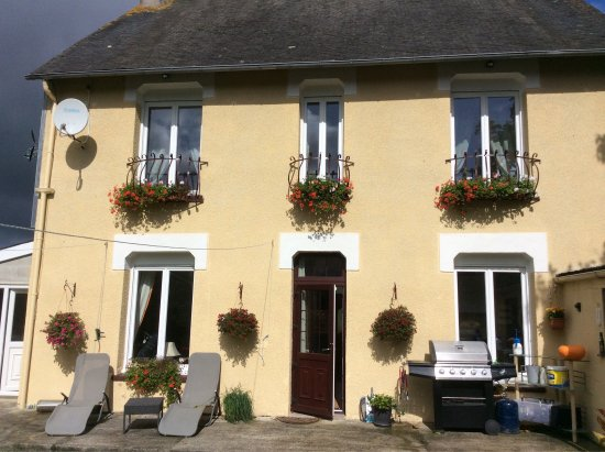 St Nicolas du Pelem, France: Superb accommodation, wonderful hosts, the food is superb. This is a great location to explore B