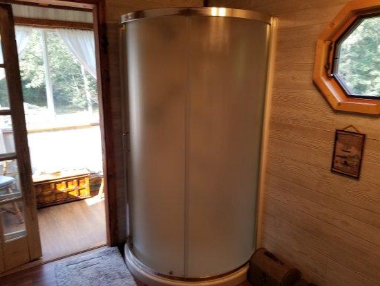 Montague, MI: Shower stall