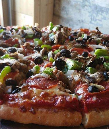 Versailles, MO: Supreme Pizza