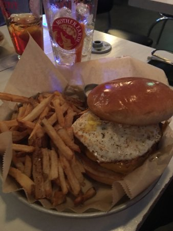 Kinston, NC: Brunch burger with fried egg on top.