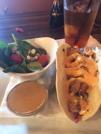 Johnson City, Τενεσί: Mahi Mahi Tacos with Spinach Salad