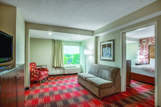Capitol Heights, MD: Suite