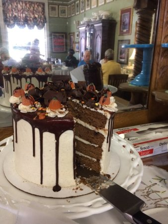 Wildwood, FL: One of the fabulous cakes!