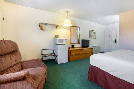 Whitehall, MT: King room
